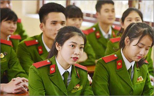 Các trường Quân đội tuyển sinh từ 2 tổ hợp trở lên