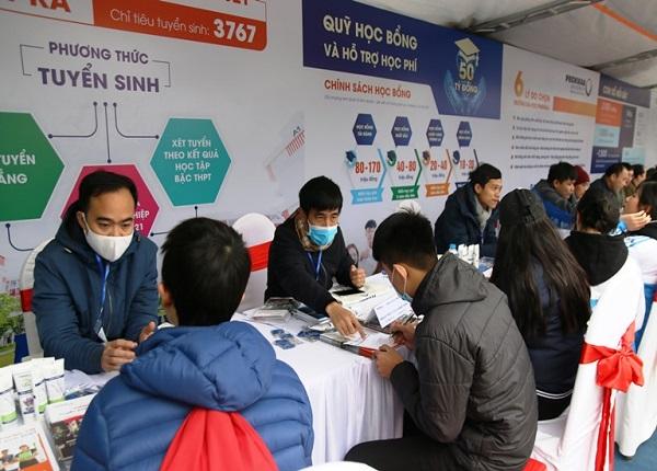 <center><em>Tư vấn tuyển sinh - Hướng nghiệp năm 2021 cho học sinh tại Thanh Hóa</em></center>